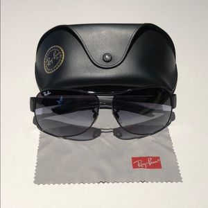 Ray-Ban Mens Black aviator sunglasses MINT